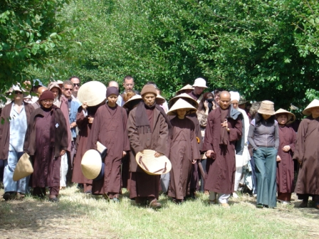 Thich Nath Hanh, walking mindfully
